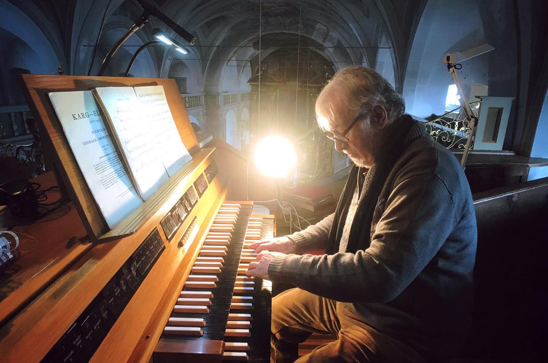 organista kościelny na ślubie